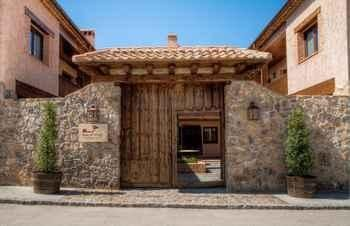 Solaz del Moros Anaya is located in, in the province Segovia.