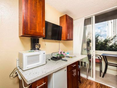 Island Vibe+City View! New Kitchenette, AC, TV, Lanai, WiFi–Waikiki Grand 603