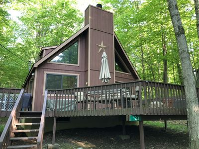 Chalet Pocono lake home in amenity filled community