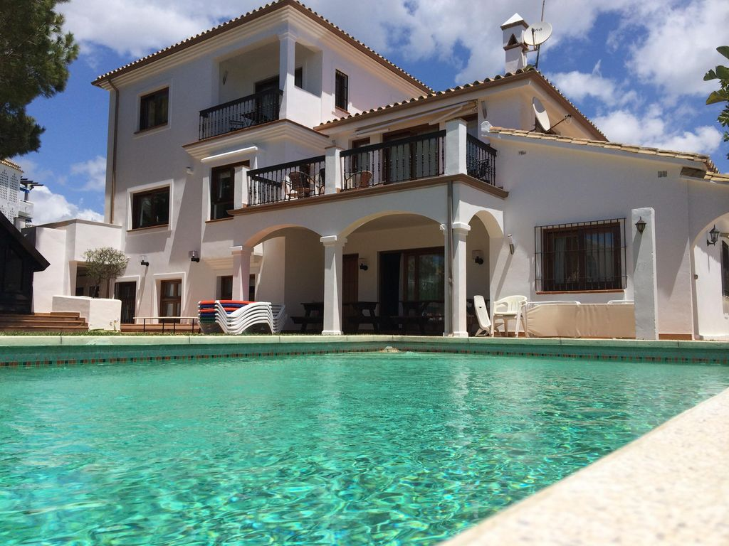 Big House Garden And Swimming Pool On The Best Beach Of Marbella