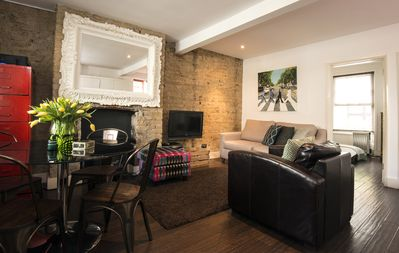 Photo for Stylish Central London Apartment with Leafy Terrace
