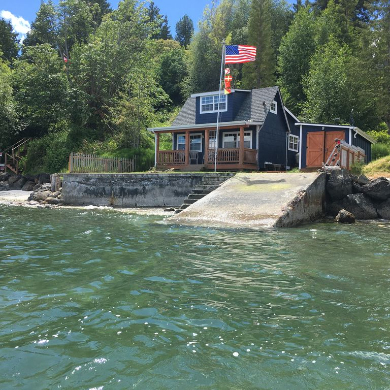 Waterfront Puget Sound Cabin Minutes From Bainbridge