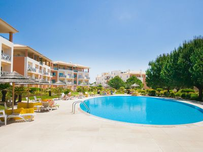 Photo for Fabulous pool side Corcovada apartment in perfect Albufeira location