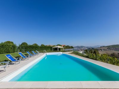 Photo for Villa delle Rose with pool in the hills of the Piceno, 20 minutes from the beach of Cupra Marittima