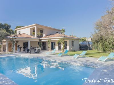 Photo for Stunning 4 bedrooms Villa just by the beach