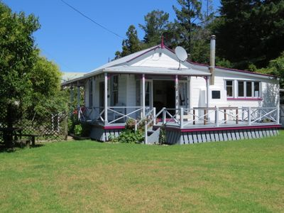 Photo for Walking distance to the heart of Coromandel's Restaurants, Hotels and Shops