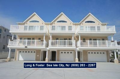 Photo for Walking distance to the beach, promenade, restaurants and entertainment