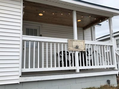 3BR House - 1Min Walk to Beach! Porch, AC, Grill, W/D, Beautiful Views, Parkiing