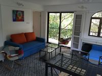 Lovely apartment, awsome host, great BBQ under the stars. Recommended!