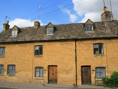 Photo for 2BR Cottage Vacation Rental in BOURTON ON THE WATER, Cotswolds