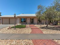Great house with great amenities!