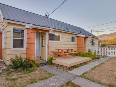 Photo for Seven separate cozy cottages - minutes to beach & downtown - dogs welcome!