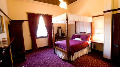 Colonial Room can accommodate 3 x guests it adjoins the Gill Room