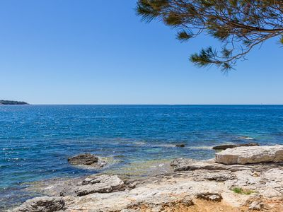 Photo for Apartment in Pula only 50 meters to the beach with kitchen, parking, pets allowed, garden, barbecue