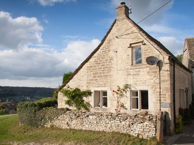 Photo for Cosy ancient weavers cottage in Cotswold countryside with many local attractions