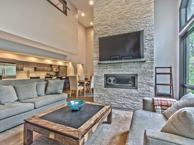 CDC Approved Cleaning! Slip Into Something Mountain Modern. Ideal Locale, Private Hot Tub