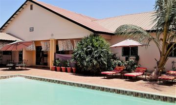 Large room in Bed  & Breakfast VILLA CALLIANDRA with large pool in quiet area.