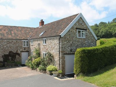 Photo for SWALLOWS COTTAGE, pet friendly, with open fire in Honiton, Ref 976052