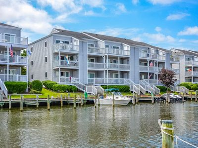 Photo for Beautiful 2 BR 2 BA Unit With Pool, Boat Slip and Views of Fireworks!