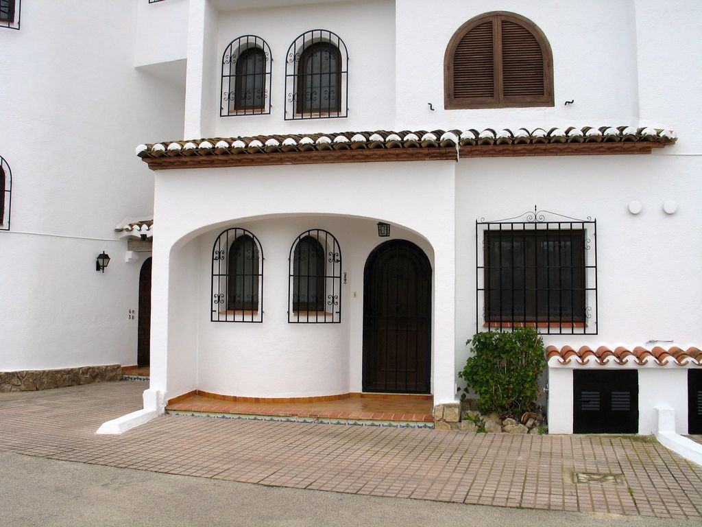 nice apartment with free wifi in a quiet complex near 8428293