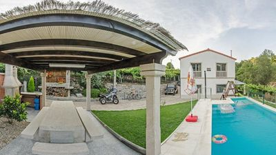 Photo for Spacious villa with pool, located in a quiet and modern environment