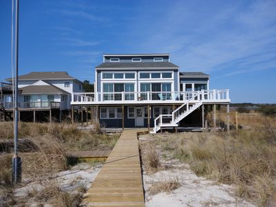 Beautiful contemporary home fronting the Chesapeake Bay