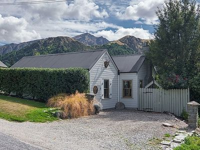 Photo for Stags Head Cottage - Arrowtown Holiday Home