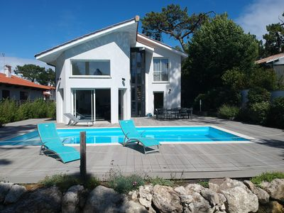 Photo for Pleasant air-conditioned villa, heated swimming pool, ideal for families or friends