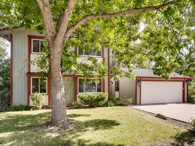 Photo for Spacious 4 Bedroom near Foothills! Large Kitchen, Yard & Deck for Entertaining!