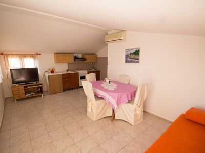 Photo for Apartment in the center of Murine with Air conditioning, Parking, Terrace, Garden (576398)