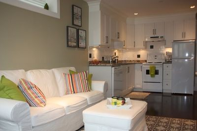 Peachy Elegant Cottage Style Suite In Upscale Home In Heart Of Cambie Village East Side Interior Design Ideas Truasarkarijobsexamcom
