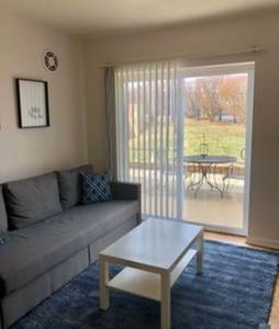 Photo for 106 Hampton · Cozy Apartment in St. Louis - Close to the Hill!