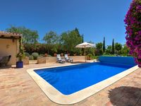 The villa is amazing! Beautiful, confortable, we find all we need to cook. Algarve is beautiful.
