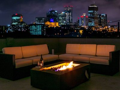 FAME House ★ Located Downtown ★ Rooftop View of Skyline ♫ Musician Owned