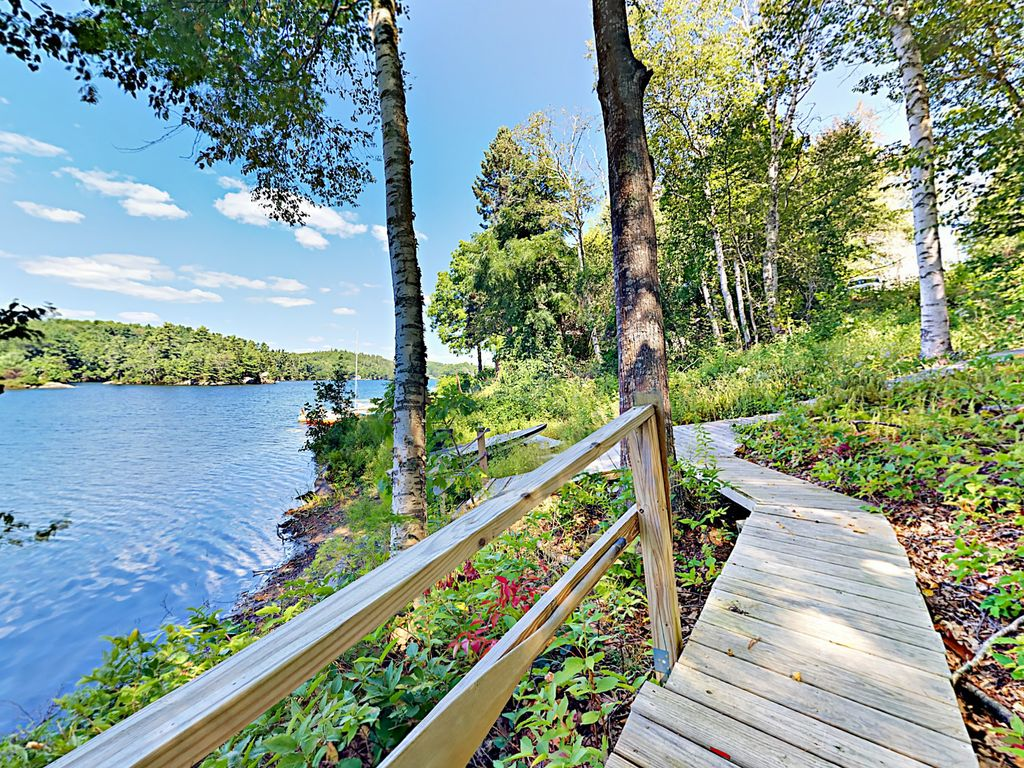 3br lakefront townhome w dock gordon 39 s waterfront for Waterfront retreat