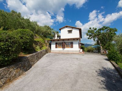 Photo for Stunning private villa with WIFI, private pool, TV, washing machine and parking, close to Viareg...