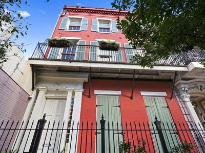 Recently Renovated Two Floor Apartment Close to Convention Center/French Quarter