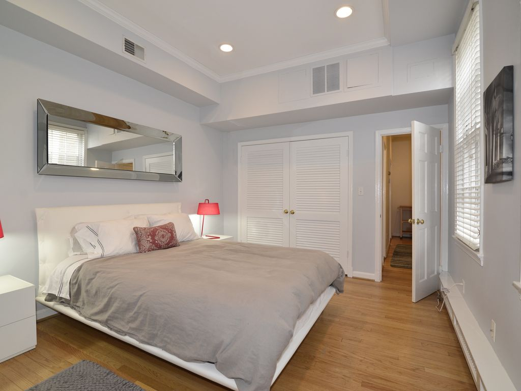 Luxury Georgetown Apt With Parking Patio And Fireplace Close To Everything George Washington