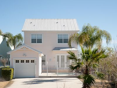 Photo for 4/3.5, Private Pool/Spa, 6mi to Disney, FREE Waterpark Access