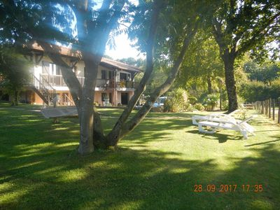 Photo for In the heart of the forest, pretty villa on large garden, 2 km from the ocean, 6/7 pers.