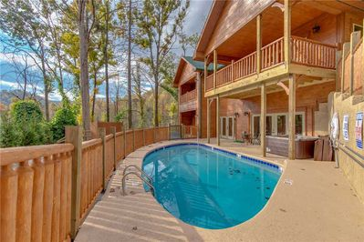 Huge Private Pool - The pool is refreshing and you will love the privacy and convenience of having your own family hideaway.