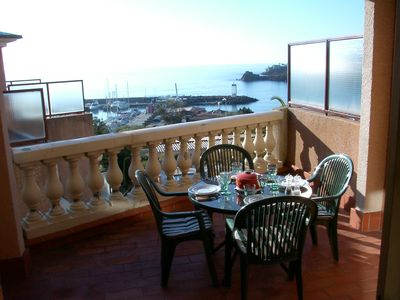 Photo for Large bright apartment with sea view, 50m from the beach pool and garage D14