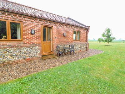 Photo for THE ANNEXE, pet friendly, with a garden in Litcham, Ref 944281