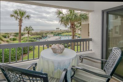 Beautiful oceanfront condo in Surf and Racquet Club.