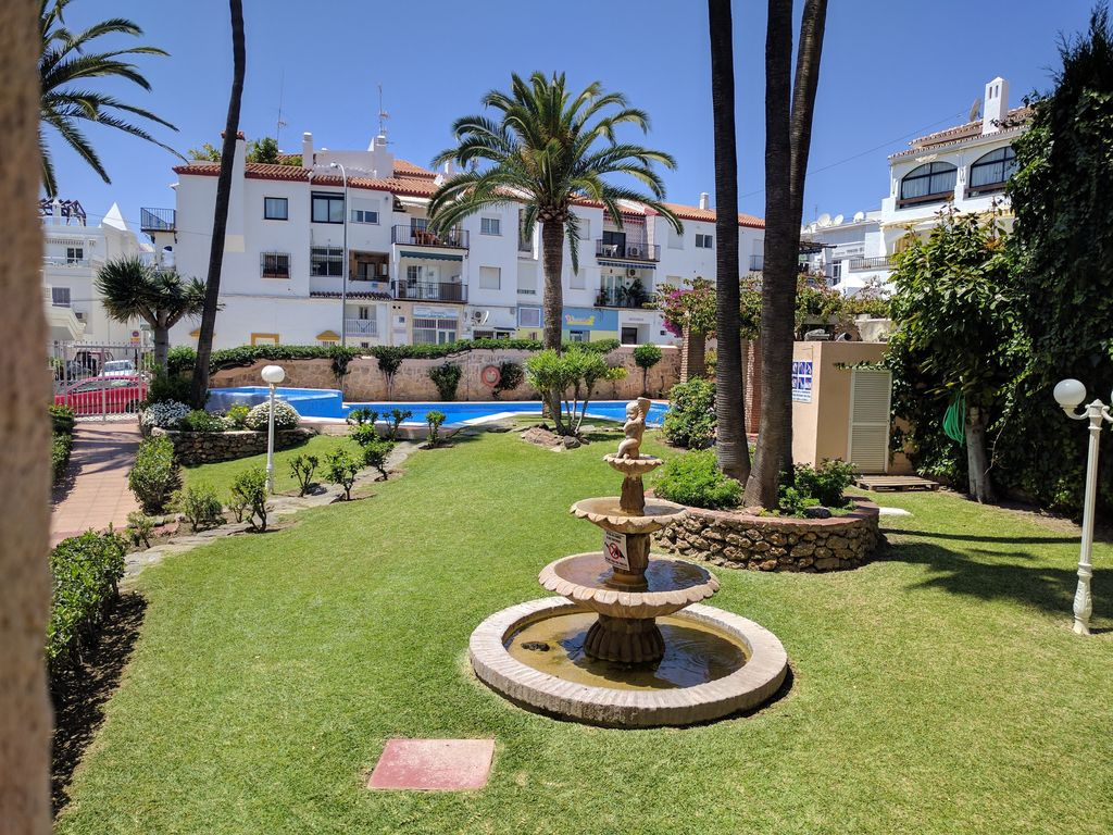 Apartment very close to the beach and the center. Community pool and ...