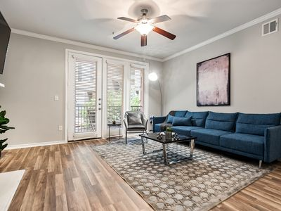 Photo for Modern Uptown Apartment with Amenities