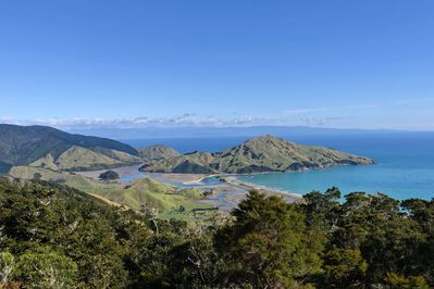 The view over the ocean toward Cable Bay and Pepin Island