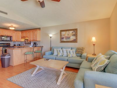 Photo for Seaside condo w/ shared fitness center, tennis, pool, hot tub, snowbirds welcome