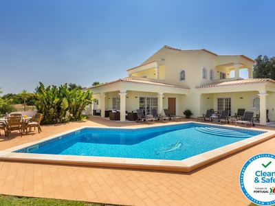 Photo for Charming and exclusive Mediterranean villa with pool in Alvor