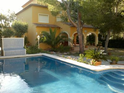Photo for Spacious and intimate villa with private pool and 25m from the beach for 8 pers.